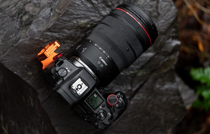 which canon mirrorless camera buy